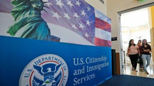 Miles de inmigrantes se salvarán de que les nieguen sus green cards o visas gracias a este cambio
