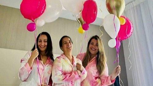 Adamari López celebra sus 50 años rodeada de los amores más cercanos