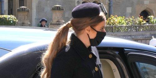 De la coleta de Beatriz de York al bolso 'acordeón' de su hermana: los detalles de estilo de los asistentes al funeral del duque de Edimburgo