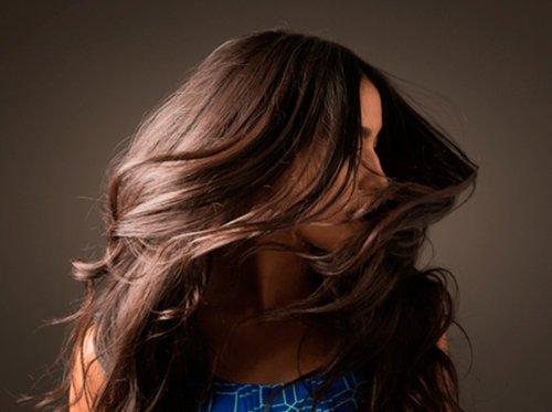 ¿Se te cae más el pelo desde el inicio de la Covid-19? Por qué ocurre y cómo podemos frenar la caída
