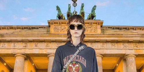 Balenciaga anticipa el ansiado regreso de los viajes con una colección que da la vuelta al mundo