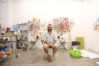 Quién es Javier Calleja, el artista malagueño que causa furor en Asia
