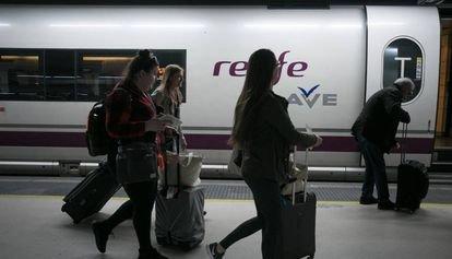 Renfe licita por 407 millones el servicio de restauración del AVE