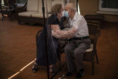 El español Emilio Morenatti gana un Pulitzer por sus retratos del impacto de la pandemia en los ancianos