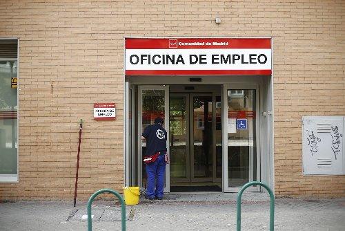 Trabajo quiere una única prestación del paro de 452 euros