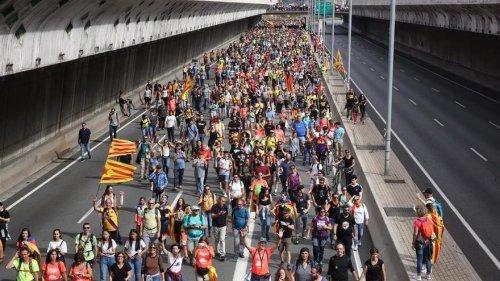 Carreteras y vías cortadas en Barcelona y resto de Catalunya por la huelga general