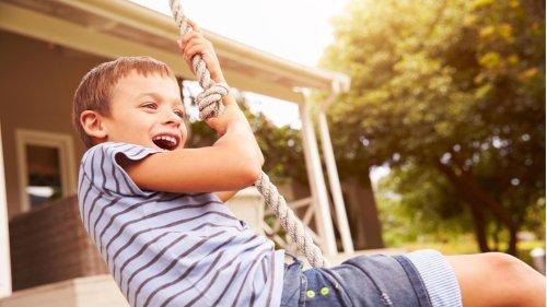 Hirnforscher erklärt: Das ist die Basis einer glücklichen Kindheit - Video