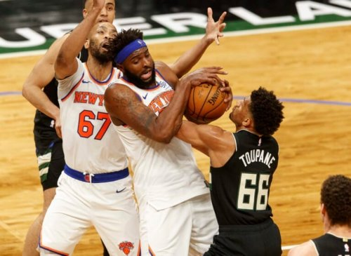 Knicks fully vaccinated, take cautious approach on Mitchell Robinson