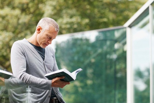 9 Investing Books Entrepreneurs Need to Read in 2021