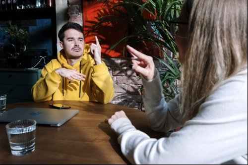 Learn to Communicate in American Sign Language Online, in Your Own Time