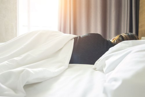 7 Tips to Improve Your Sleep While Business Traveling