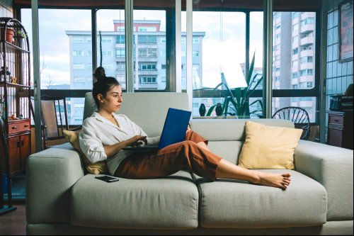10 Side Hustles You Can Start This Summer From Your Couch