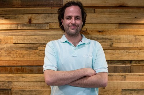At age 21, he went backpacking to find himself and ended up founding one of the largest sustainable startups in Latin America.