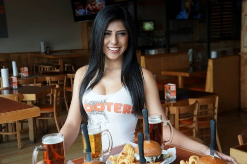 Hooters Mexico announces that it will not participate in the uniform change of its collaborators