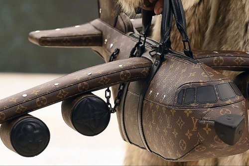 Louis Vuitton does it again! Throw a bag in the shape of an airplane for almost 800 thousand pesos and people make fun on the networks
