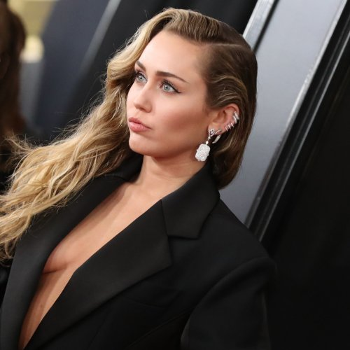 """Miley Cyrus Remembers Liam Hemsworth Tribute Song """"Malibu"""" 4 Years After Its Release"""