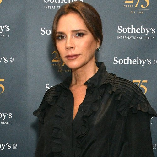 Victoria Beckham Recreates Her Iconic Posh Spice Look: See the Epic Photo