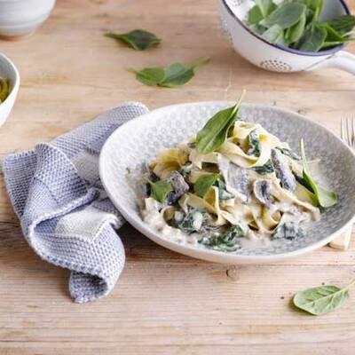 Tagliatelle mit cremiger Pilz-Spinat-Soße