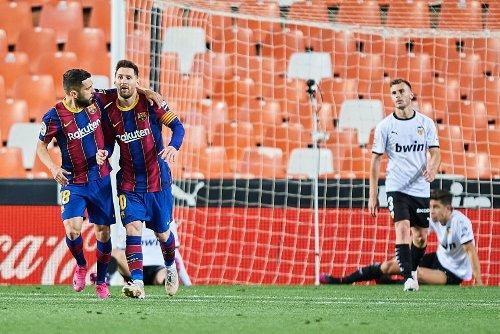 Mediante un asado en su casa, Messi reunió a sus compañeros para luchar la liga