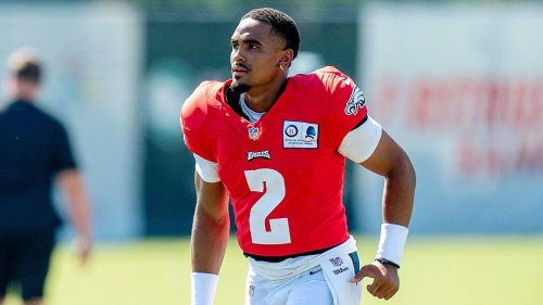 Sources: Philadelphia Eagles rookie Jalen Hurts getting first-team reps at QB