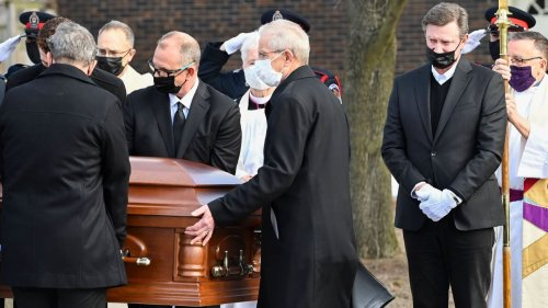 Wayne Gretzky delivers emotional eulogy at father Walter's funeral: 'He was a remarkable man'