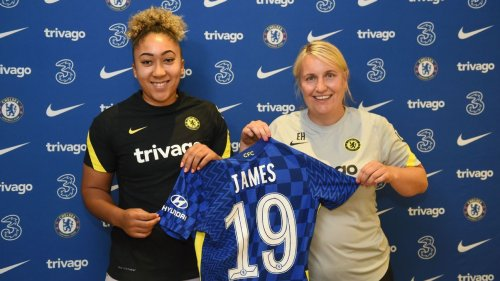 Chelsea sign Manchester United's trailblazing striker Lauren James