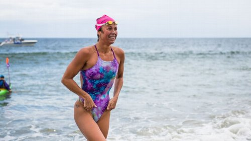 Elizabeth Beisel completes swim to Block Island to honor late father