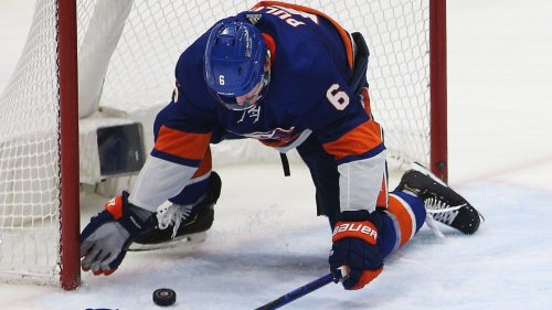 Defenseman Ryan Pulock stops shot with 'a special play,' as New York Islanders win, draw even at 2-2 with Tampa Bay Lightning