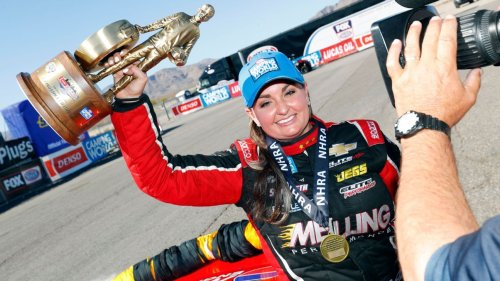 After nearly not qualifying, Erica Enders wins Pro Stock finale in Las Vegas