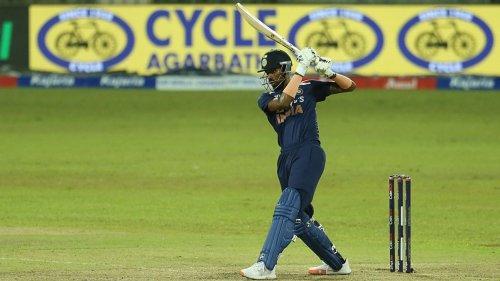 Shane Bond: Hardik 'close to playing' but Mumbai won't rush his return