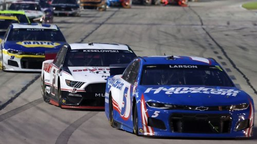 On hot night deep in heart of Texas, Kyle Larson maintains his momentum, hangs on for victory in NASCAR All-Star Race