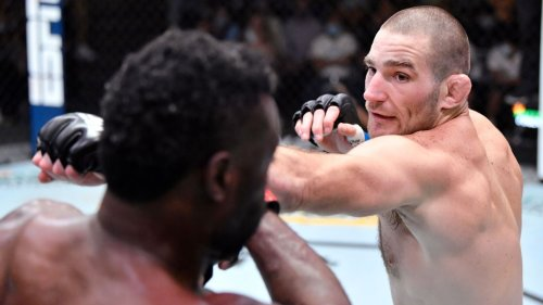 Sean Strickland dominates Uriah Hall in unanimous decision for 5th straight win