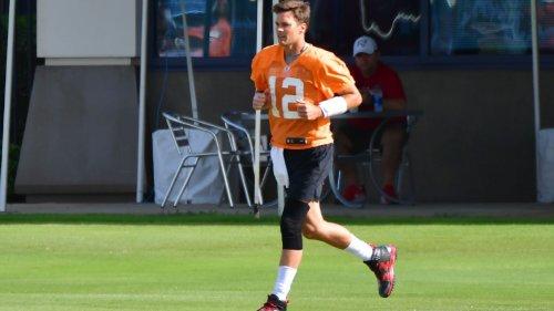 Tampa Bay Buccaneers QB Tom Brady ditches trademark sleeve on left knee