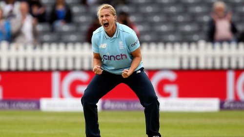Katherine Brunt calls on wealth of experience to help England home