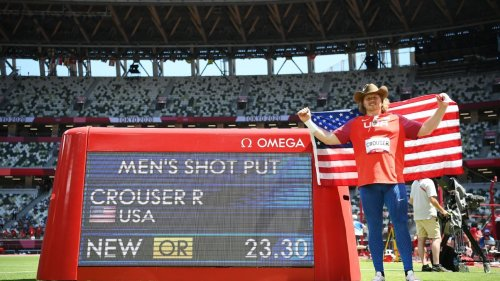 American Ryan Crouser breaks his Olympic record, wins gold in shot put at Tokyo Games