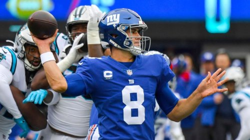 Giants' Daniel Jones makes leaping, one-handed catch to spark touchdown drive