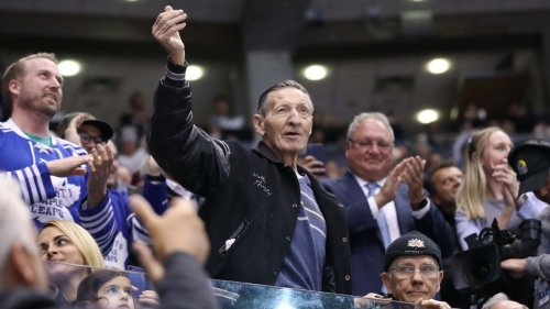 Walter Gretzky, father of hockey great Wayne Gretzky, dies at age 82