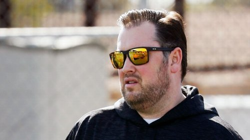 Mets GM acknowledges sending explicit images