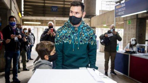 Messi votes as Barcelona choose next president