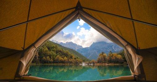 Camping für Einsteiger: Diese Ausrüstung braucht man unbedingt