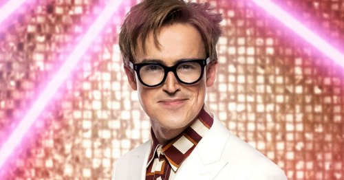 Tom Fletcher strips off to find 'inner sexiness' and fans go wild