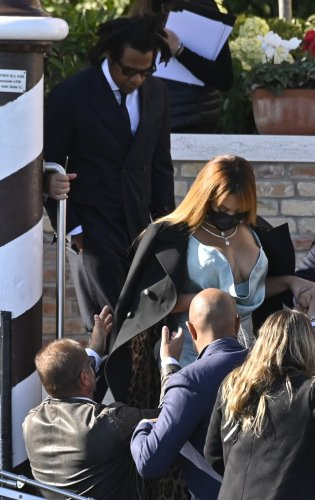Beyoncé Stuns In Venice With Jay-Z At Tiffany Exec's Wedding