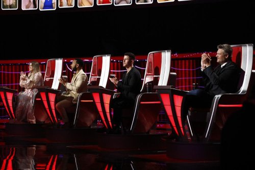 'The Voice' Coaches Are 'Hopelessly Devoted' To Ariana Grande In First Season 21 Promo