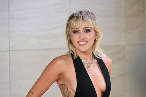 Miley Cyrus Asks Fans To Track Down '7 Things' Music Video Stars On Anniversary