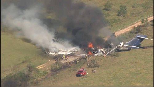 Texas: Flugzeug geht in Flammen auf