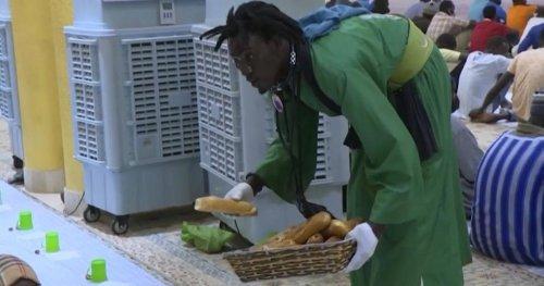 Senegalese worshippers distribute free meals during Ramadan   Africanews