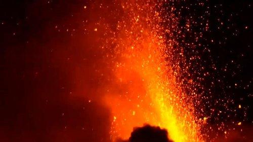 Vulcão Etna entra em erupção