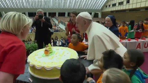 کیک تولد برای ۸۲ سالگی پاپ فرانسیس