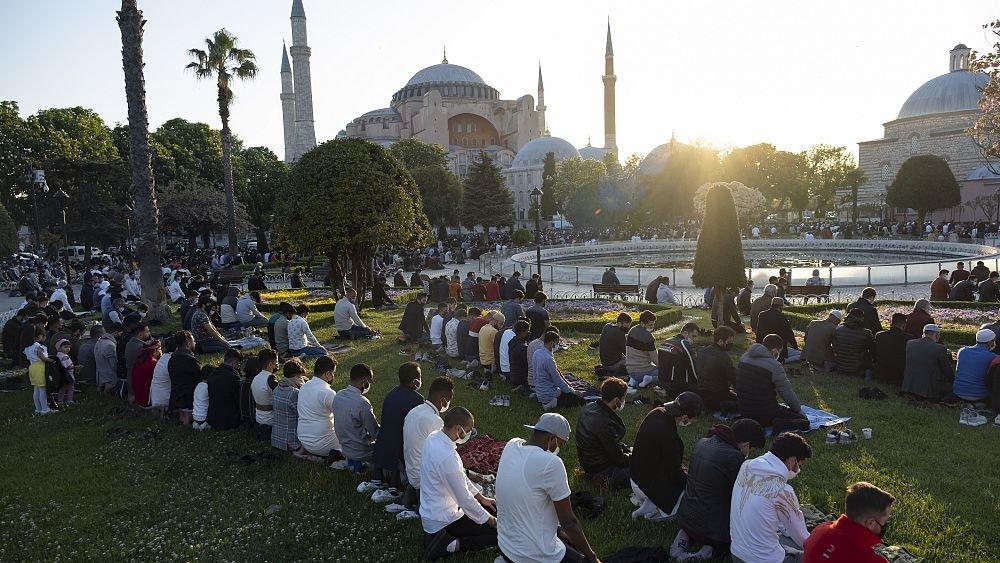 شاهد : صلاة العيد في آيا صوفيا في اسطنبول