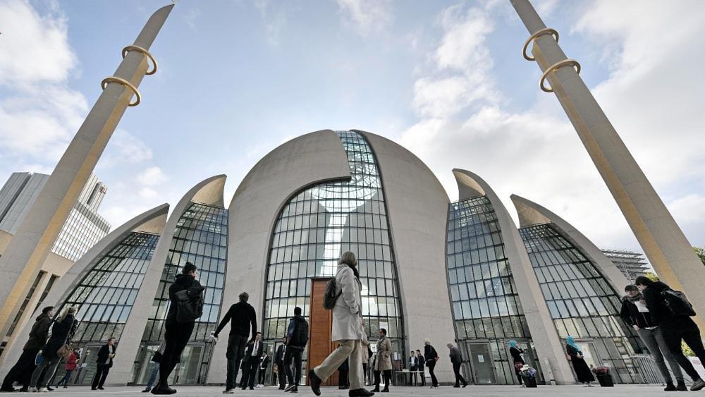 شاهد: تحويل أكبر مسجد في كولون الألمانية إلى مركز تطعيم ضد كورونا
